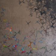 Vogelinfernale (Louise Rath, 2021, Siebdruckcollage, Stickerei, 120x120cm)